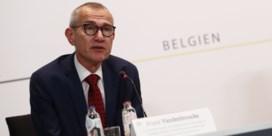 Frank Vandenbroucke: 'Drie weken vertraging door productieprobleem Janssen is een tegenvaller'