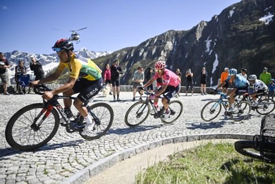 Gino Mäder klopt Michael Woods in slotrit Ronde van Zwitserland, Richard Carapaz stelt eindzege veilig