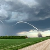 Canadese boer filmt hoe zijn akker wordt weggeveegd door tornado