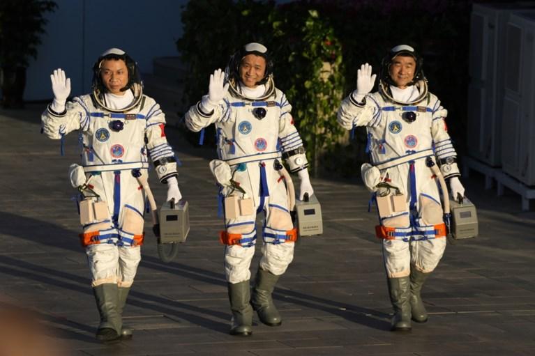 China lanceert voor het eerst bemande missie naar eigen ruimtestation
