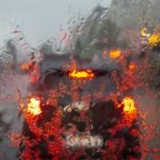Zware regenbuien: A12 tijdlang volledig afgesloten