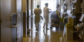 Aantal coronapatiënten in ziekenhuizen blijft stevig dalen