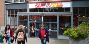 Alma ontslaat 42mensen omdat keuken dicht moet