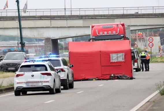 50-jarige fietser op speedpedelec overleden na botsing met vrachtwagen