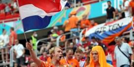Regenboogvlaggen verboden in Nederlandse fanzone in Boedapest, Uefa wijst naar lokale autoriteiten