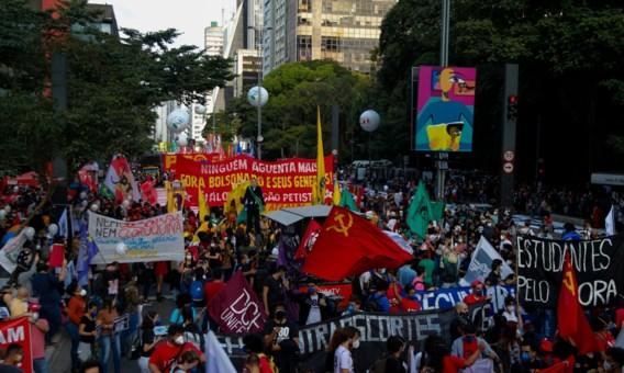 Brazilianen komen op straat tegen Bolsonaro die verwikkeld is in corruptieschandaal
