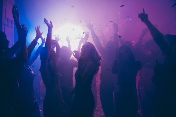 165 mensen besmet na avond in Nederlandse discotheek