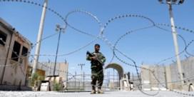Afghaanse soldaten vluchten voor snel oprukkende taliban