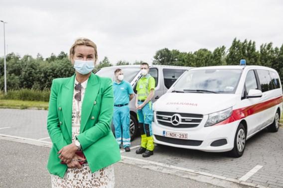 Ouders halen besmette jongeren op na terugkeer uit Spanje: 'Ambulances besteld zodat ik niet in quarantaine moet'