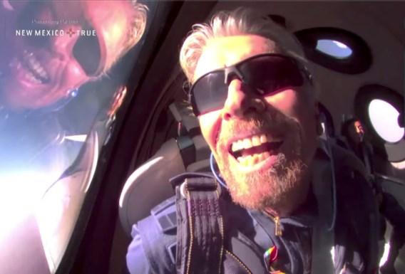 Branson wint tussensprintje in ruimterace onder miljardairs