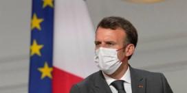 Macron hamert op vaccinatie en verplicht die voor zorgpersoneel