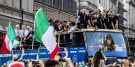 Italiaanse nationale ploeg verrast massa uitzinnige fans