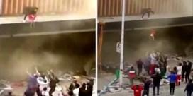 Vrouw redt peuter door haar uit brandend gebouw te gooien in Zuid-Afrika
