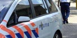 Twee Nederlandse kinderen uit hete auto gered terwijl ouders op strand liggen