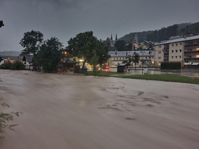 Cuaca buruk sekarang melanda Jerman Timur, Bavaria, dan Austria Hallen