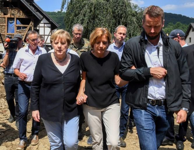 Merkel bezoekt rampgebied: 'Ander beleid nodig voor natuur en klimaat'