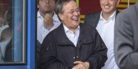 'Lachende' Laschet biedt excuses aan na bezoek aan Duits rampgebied