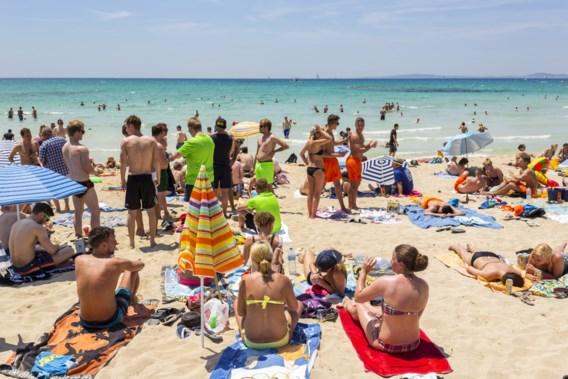 Kleuren verschuiven op coronakaart: delen van Frankrijk oranje, andere vakantiebestemmingen zelfs rood