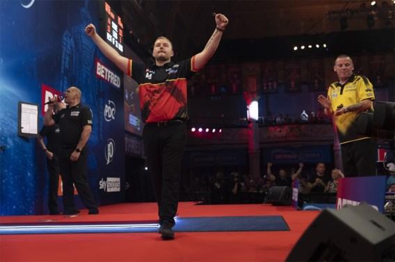 Dimitri Van den Bergh bij laatste acht in World Matchplay Darts