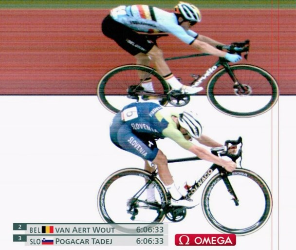 Wout van Aert wint eerste Belgische medaille, Richard Carapaz verrast met goud