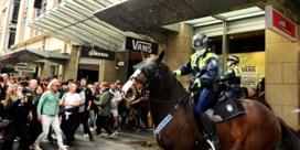 Hevige clash tussen betogers en politie tijdens antilockdownprotest in Australië