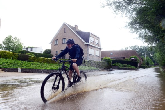 Depressie boven Britse Eilanden brengt regenweer