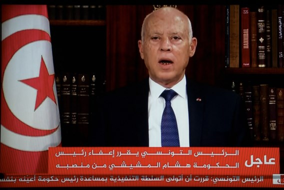 Tunesische president ontbindt parlement en ontslaat regeringsleider
