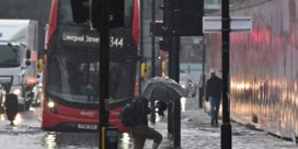 Londen onder water: verkeerschaos en ziekenhuizen overstroomd