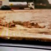 Tiener filmt hoe hij en zijn moeder vastzitten in auto tijdens overstromingen Dinant