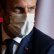 Macron afgebeeld als Hitler: Franse president dient klacht in