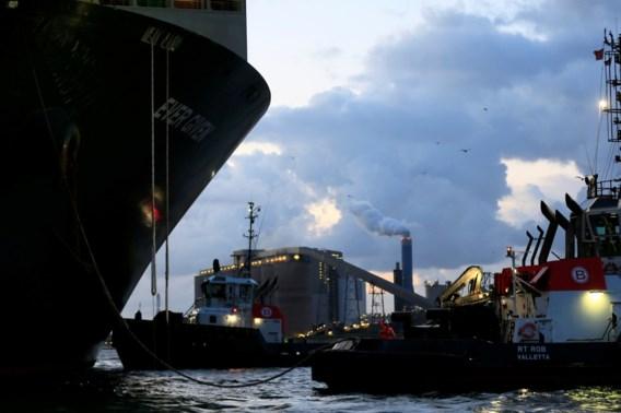 Containerschip Ever Given aangekomen in Rotterdam