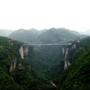 Vanaf nu kunt u ook bungeejumpen van de hoogste glazen brug ter wereld