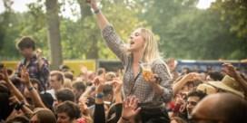 Drieduizend festivalgangers gaan uit hun dak op 'Boer Zoekt Bier'
