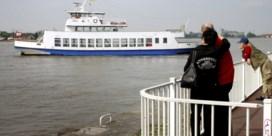 Flandriaboot vaart tegen de kade, twee passagiers lichtgewond