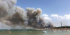 Toeristen en inwoners in Italië geëvacueerd door bosbranden: zeker vijf gewonden