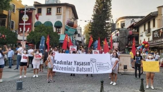 Verschillende protesten in Turkije na moord op 21-jarige studente
