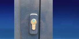 Blauwe brij aangetroffen in sleutelgaten: inbrekers of vandalisme?