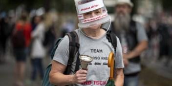 Van Merkel mogen de maskers nog lang niet af