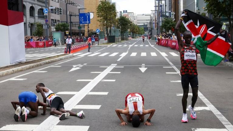 Bashir Abdi doet er een zevende medaille bij: Belg pakt brons op marathon, Koen Naert knap 10de