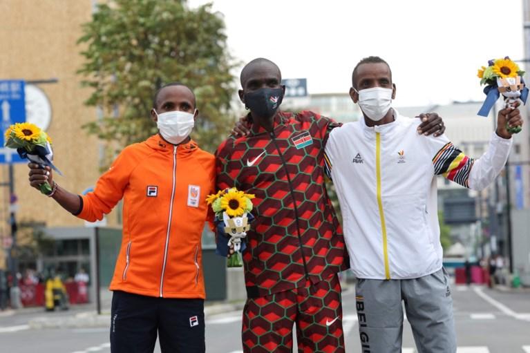 Abdi krijgt telefoontje van looplegende tijdens eerste interview: 'Had ik meer geslapen, dan was het misschien nog beter geweest'
