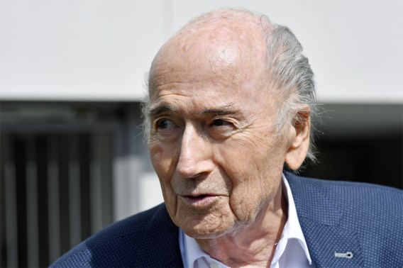 Zwitserse justitie ondervraagt voormalig Fifa-voorzitter Sepp Blatter drie uur lang