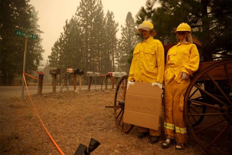 Dixiefire membakar lebih dari 1.000 rumah menjadi abu