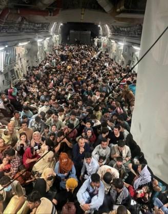Amerikaans evacuatievliegtuig stijgt op met 640 Afghanen aan boord