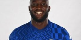 Romelu Lukaku poseert voor het eerst in truitje Chelsea: 'Goed voorbereid'