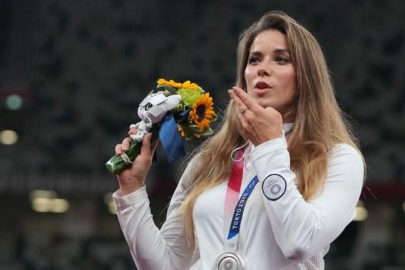 Poolse Maria Andrejczyk veilt olympische medaille voor hartoperatie van baby