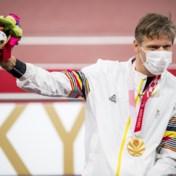 Peter Genyn draagt Belgische vlag tijdens slotceremonie Paralympische Spelen