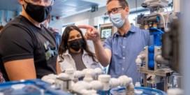 Werknemers van chemie- en farmabedrijven geven tijdens werkuren les op middelbare school