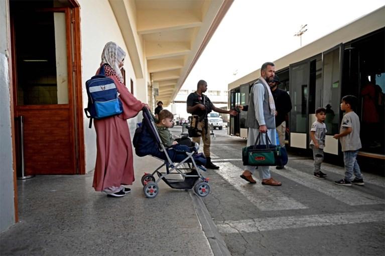 Vliegtuig met honderdtal geëvacueerde buitenlanders vanuit Kaboel aangekomen in Qatar