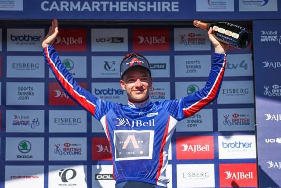 Ethan Hayter wint massasprint in Ronde van Groot-Brittannië, Van Aert leider af na valpartij