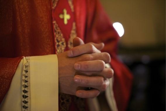 Nam conservatieve bisschop ontslag uit liefde voor auteur van satanisch-erotische romans?